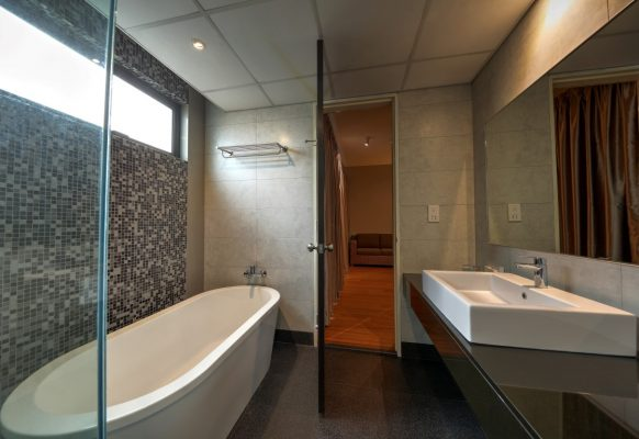 2 BR Deluxe – Bathroom (Medium)