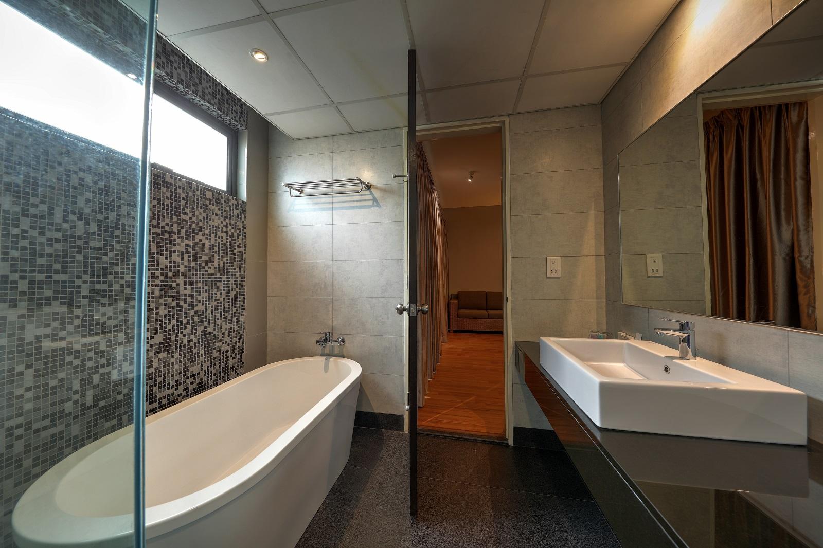 2 BR Deluxe – BathroomL